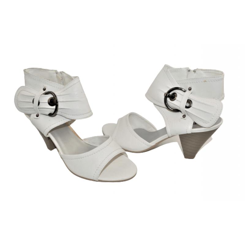 Дамски сандали на ток в бяло L212