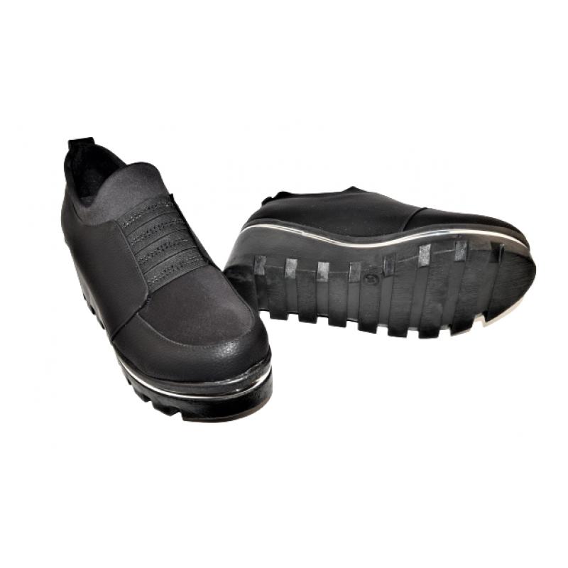 Дамски обувки на платформа в черно 246